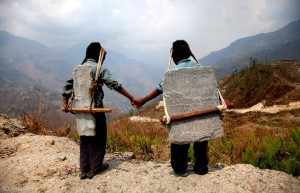 lisa-kristine-brothers-carrying-stone-nepal